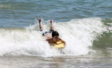 【初心者でもできる!】ボディボードの選び方&乗り方ポイント解説!おすすめ海水浴場も