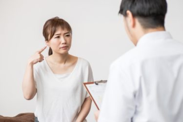 【体験談】耳が詰まった感じで低い耳鳴りがして聞こえにくい|低音障害型感音難聴